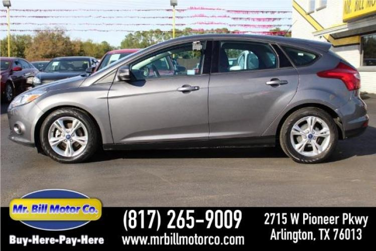 2014 GRAY Ford Focus SE Hatch (1FADP3K2XEL) with an 2.0L L4 DOHC 16V engine, located at 2715 W Pioneer Pkwy, Arlington, TX, 76013, (817) 265-9009, 32.710262, -97.153236 - Photo #0