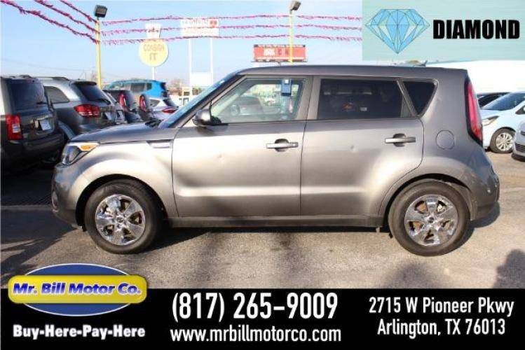 2019 GRAY Kia Soul Base 6A (KNDJN2A28K7) with an 1.6L L4 DOHC 16V engine, 6-Speed Automatic transmission, located at 2715 W Pioneer Pkwy, Arlington, TX, 76013, (817) 265-9009, 32.710262, -97.153236 - Photo #0